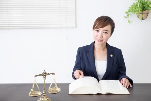 離婚の弁護士費用の内訳は?相場や安く抑えるためのポイントなどを解説
